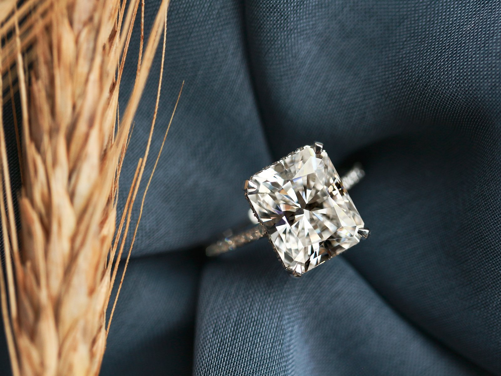Why You Should Buy a Moissanite Engagement Ring South Africa